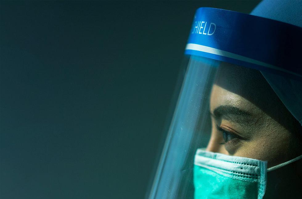 Frau mit Maske 2.jpg