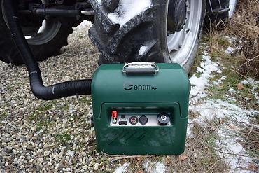 Green_tractor_snow.jpg