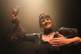 Margarida lhe convida para um último brinde.