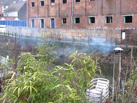 Scholieren en voetgangers jarenlang vergiftigd door houtrook
