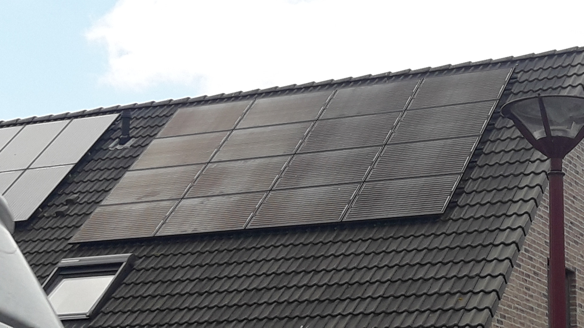 Roetneerslag op zonnepannelen