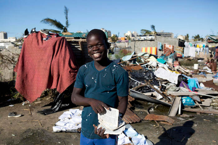 Boy holds school books after cyclone Idai hit Mozambique © UNICEF/Prinsloo