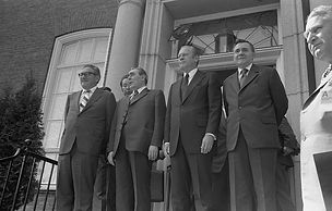 1200px-Henry_Kissinger,_Leonid_Brezhnev,