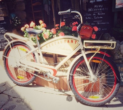 Yvoire street scene - old bicycle