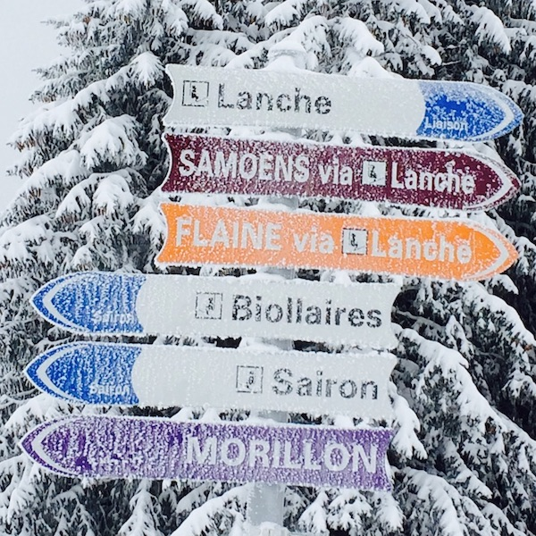 Frosted piste sign