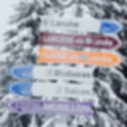 A frosted piste sign