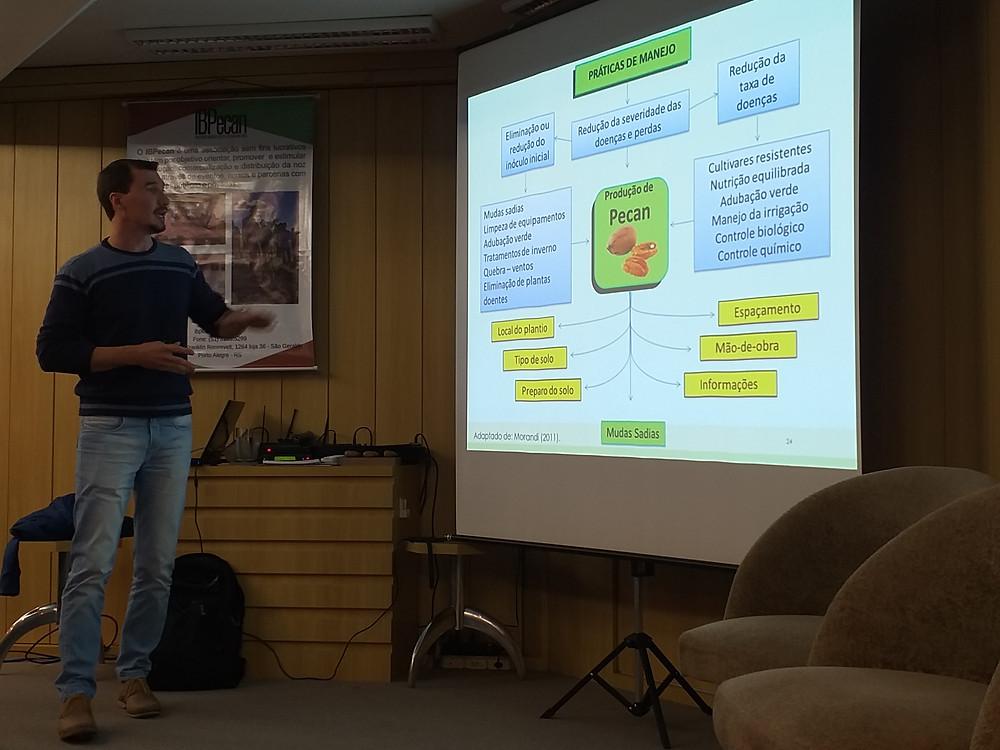 Curso sobre o cultivo da Nogueira Pecan em Santa Maria - Instrutor Tales Poletto