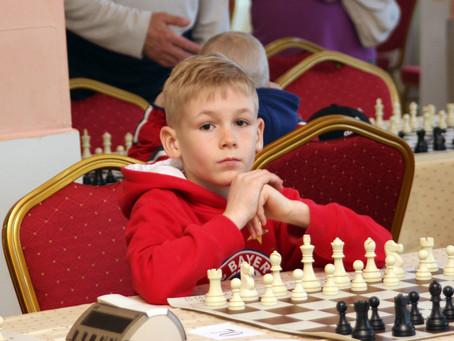 В Лоо начался турнир по быстрым шахматам