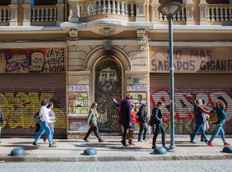 Paseos y mediaciones por Valparaíso