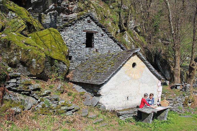 Grotti antichi ticinesi (Cevio, Svizzera)