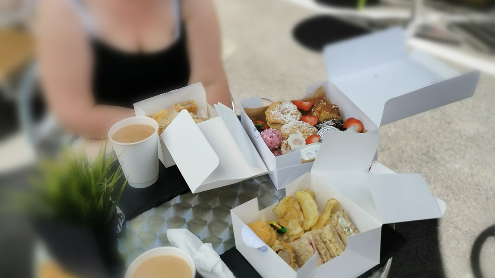 FESTIVE AFTERNOON TEA BOX FOR 1