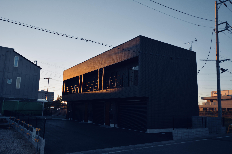 ガレージ付アパ-メント外観-4