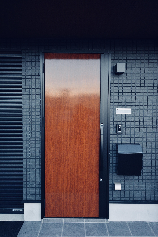 ガレージ付アパ-メント 入口