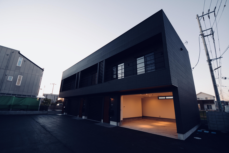 ガレージ付アパ-メント外観-9