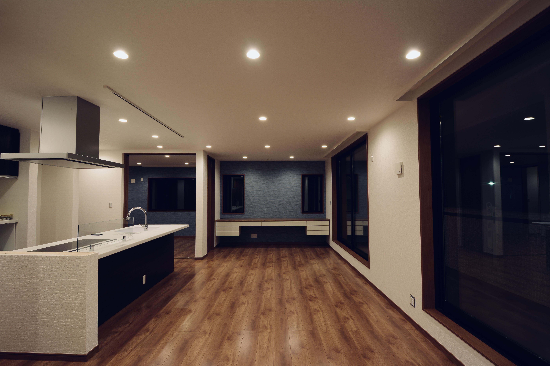 I様邸 キッチン-居室2