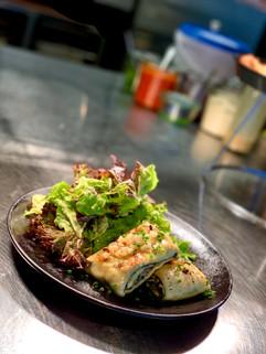 Maultaschen mit Blattsalat