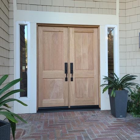 2-panel Double door - shaker style
