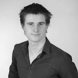 Portrait_Sylvain_Lugrin_Carré_nb.jpg