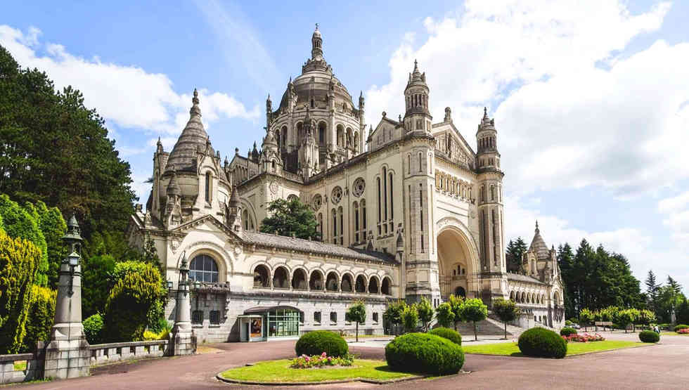 basilica-de-santa-teresinha-em-lisieux-3