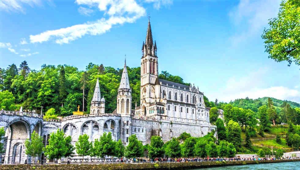 Santuario-di-Lourdes-Franca_edited.jpg