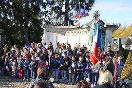Les nfants de Cpur-Cheverny chantent l'hymne national le 11 novembre 2014