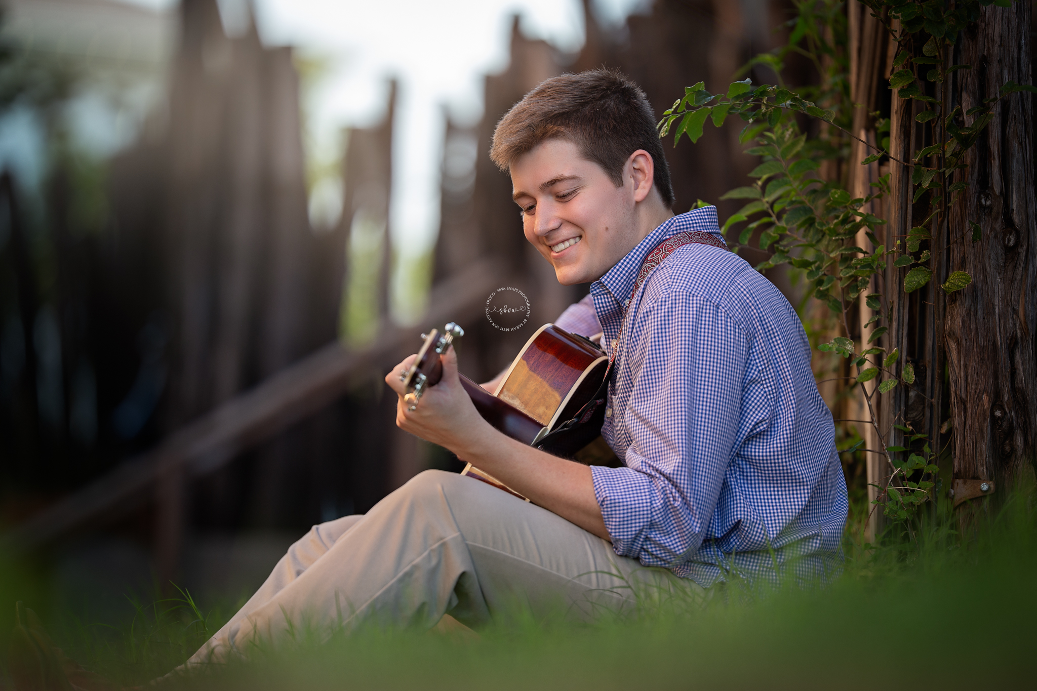 senior photo with guitar