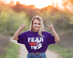 college shirt senior photo