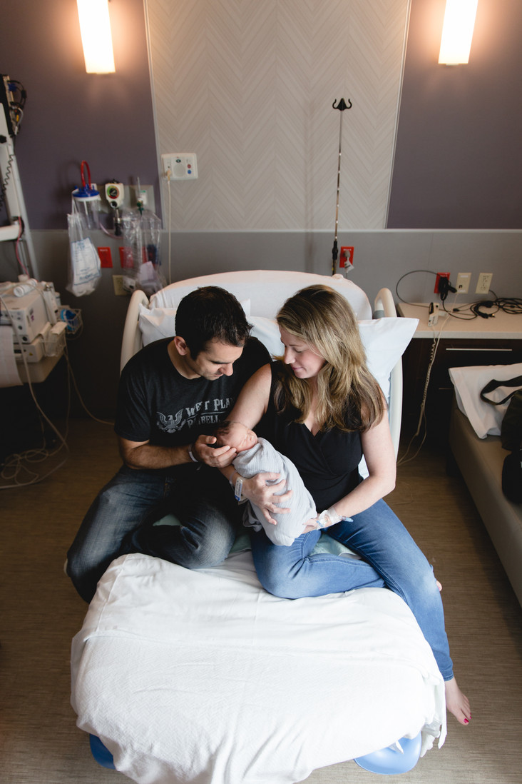 3 Reasons Why New Parents Need a Fresh 48 Photo Session