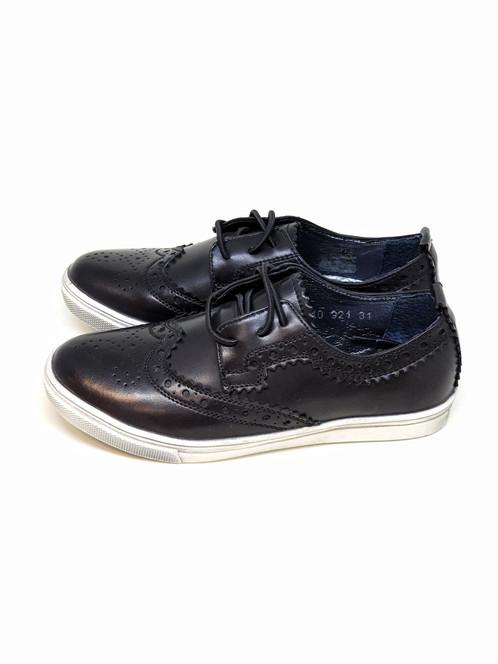 6aefc603c84b6 Brogue – tradičná škótsko-írska obuv s ozdobným vyšitím. Pre každého  odvážneho a sebavedomého mladého muža. Takého, ktorý rád experimentuje a má  cit pre ...