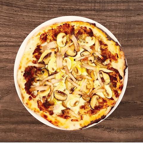 トリュフ香るキノコと自家製パンチェッタのピザ