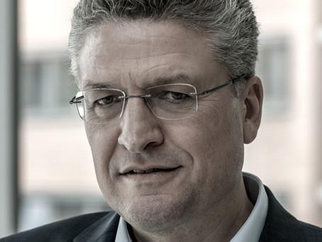 Ralf Rosmiarek: SPITZENPOLITIK(ER): Wenn ein Tierarzt und ein Virologe...