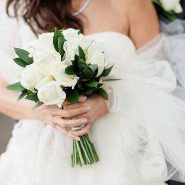 Elegant white wedding in London - Katy Lunsford