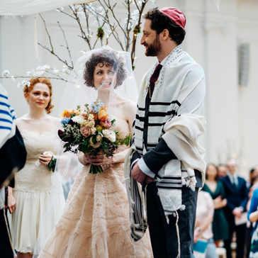Bright Jewish wedding with spring flowers - Marianne Chua