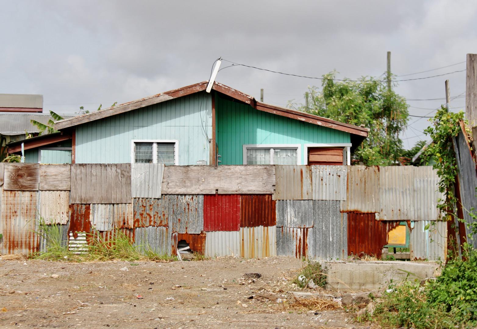 Antigua - Rusty walls