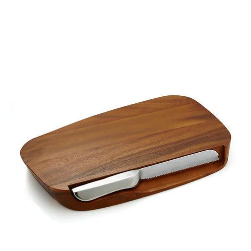 Tabla pequeña de madera con cuchillo