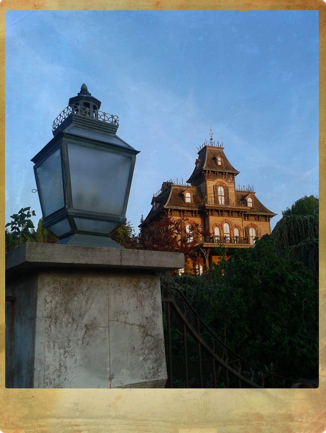 RAVENSWOOD MANOR (Phantom Manor, Disneyland Paris)