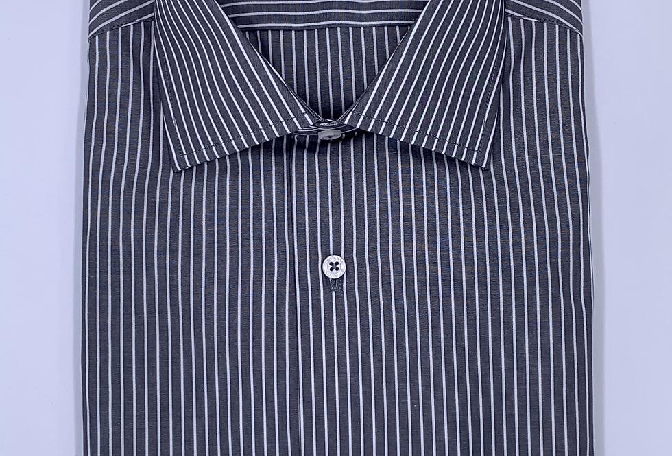 Camisa de vestir gris con rayas blancas