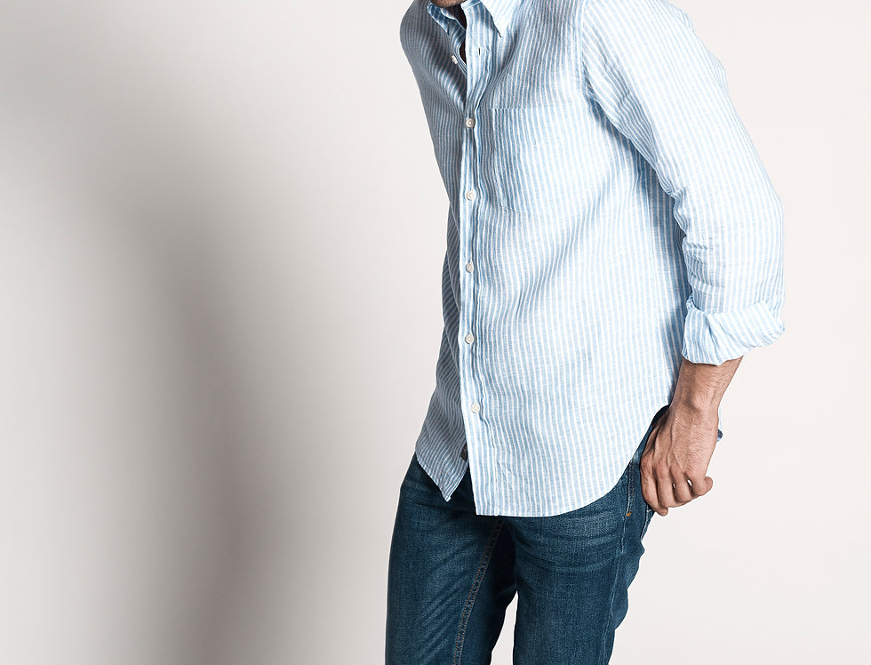 Camisa de lino azul a rayas