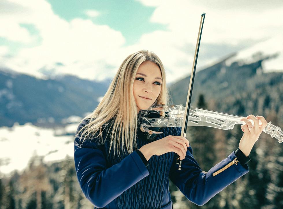 Electric Violinist Sally Potterton - Apres Ski Entertainment