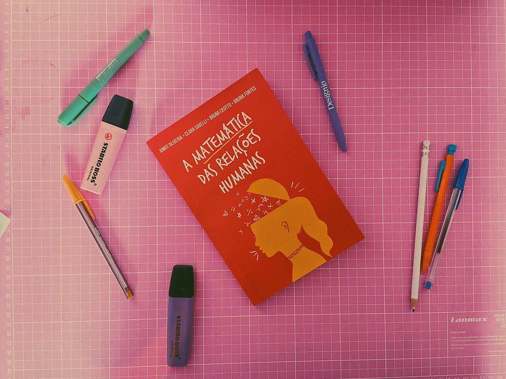 """Foto do livro """"A matemática das relações humanas"""""""