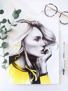 dessin au stylo bille d'une femme de profil.