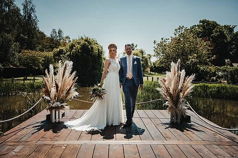 Crown Hall Farm, a beautiful lakeside wedding venue in Spaldng, Lincolshire