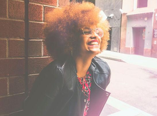 mulher afro sorrindo.jpg