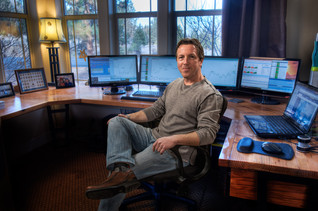 financial-professional-portrait-in-home-office.jpg