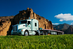 semi-with-flatbed-trailer-at-smith-rock-state-park