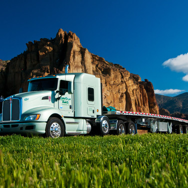 Beauty image of tractor/trailer combination.