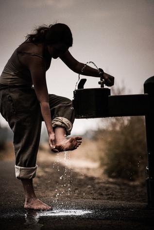 teen-girl-washes-feet.jpg
