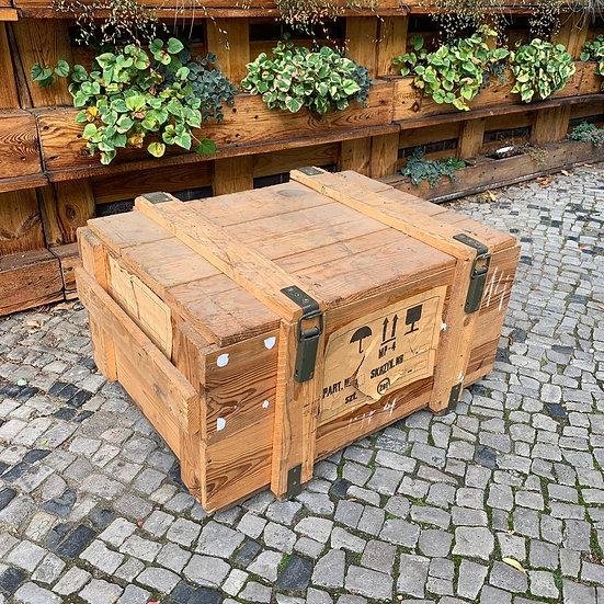 Helle Upcycling Tischtruhe   75x57x50cm