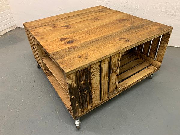 """Rolltisch """"BJARNE"""" aus Massivholzkisten 100x100x54cm"""