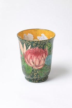 Váza zavřený leknín